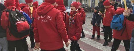 В Киеве дети перекрывали улицу возле дома Кличко