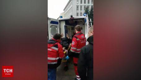 Под Офисом Президента мужчина совершил акт самосожжения