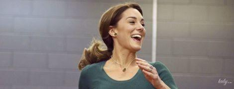 Спортивная Кейт: герцогиня Кембриджская в кюлотах и с любимым новым украшением на пробежке
