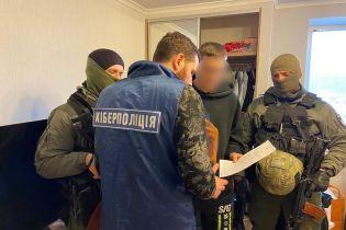 Правоохранители разоблачили кибермошенника, который похищал деньги с банковских карт иностранцев