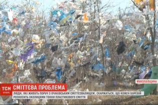 Ураган разнес тонны пластикового мусора со свалки в Николаевской области