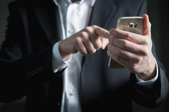 В Україні запустили онлайн-курс, який навчатиме літніх людей користуватися смартфонами