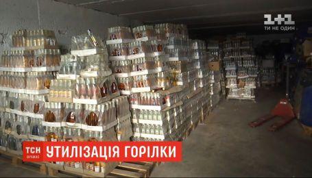 Во Львовской области утилизируют 14 тонн контрафактного алкоголя