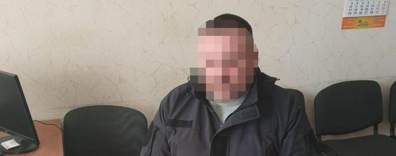 Выкрикивал антисемитские лозунги: в Виннице мужчина ворвался в синагогу и напал на посетителя