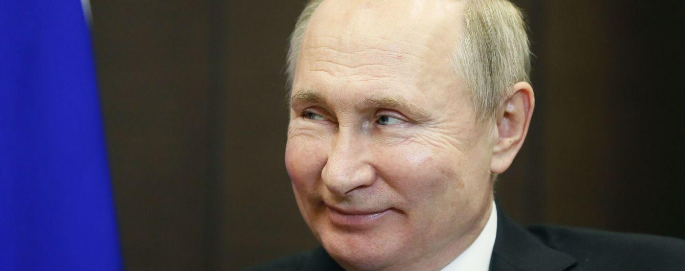 В Госдуме РФ собираются снять ограничения с количества президентских сроков. Туда отправился Путин