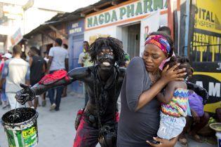 Під час карнавалу на Гаїті невідомі стріляли з автоматів, є поранені