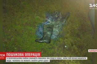 Во Львовской области ищут рыбака, который начал тонуть с лодкой