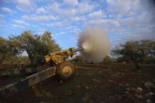 """Оппозиция при поддержке Турции отбила у армии Асада стратегический город и перекрыла главную """"артерию"""" Сирии"""