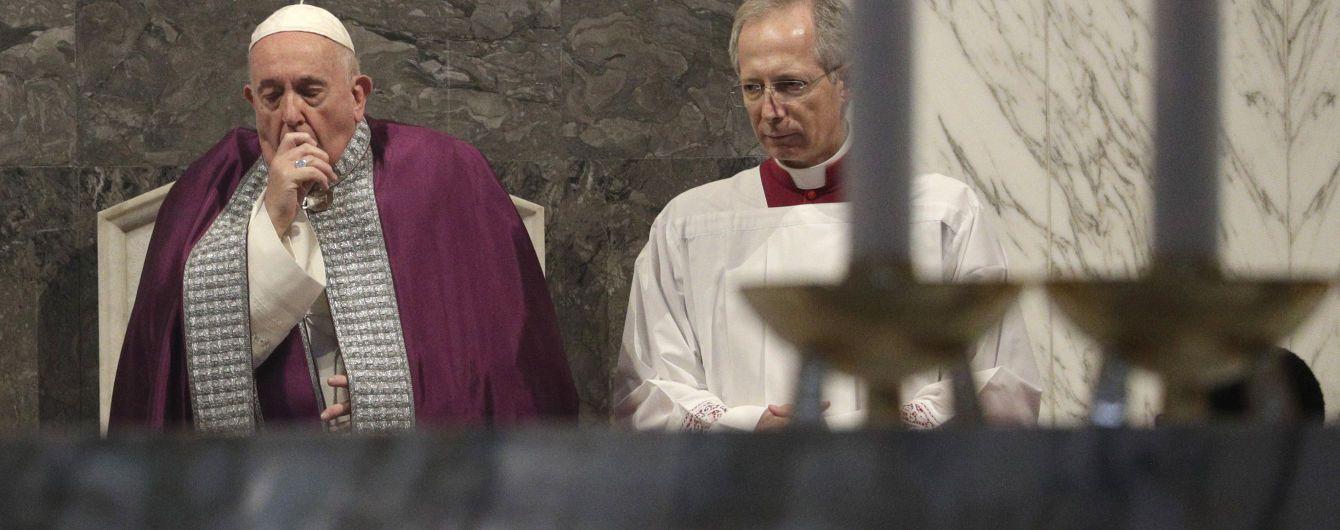 """""""Заметили кашель и насморк"""". Папа Римский отменил визит к священникам из-за """"недомогания"""""""