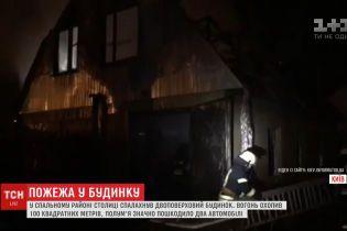 У Києві спалахнув двоповерховий будинок: потерпілих немає