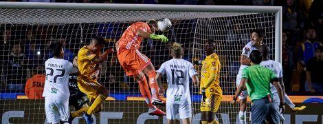 Вратарь стал героем матча в Мексике, забив решающий гол на последней минуте игры