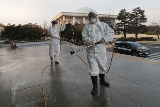 У Південній Кореї пацієнти, які одужали від коронавірусу, повторно заразилися
