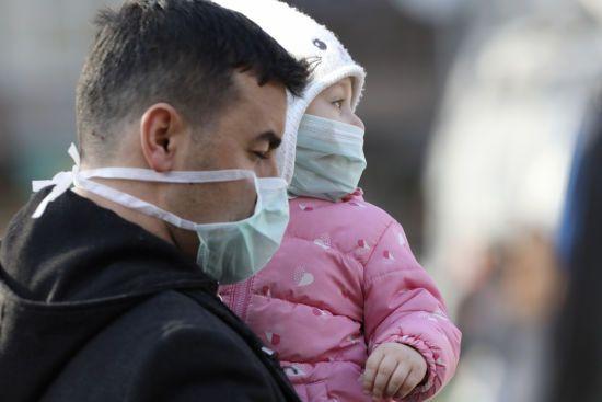 В українських аптеках у дефіциті медичні маски: чому виник ажіотаж і чи є альтернатива пов'язкам
