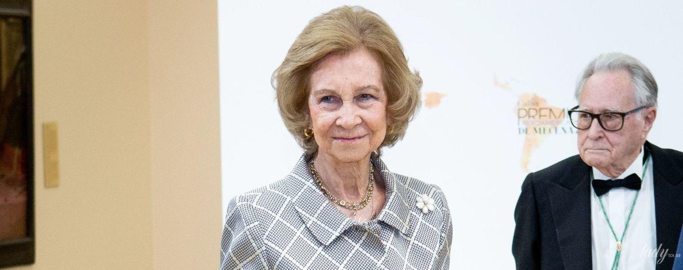 В элегантном костюме и любимых лодочках: королева София на светской церемонии
