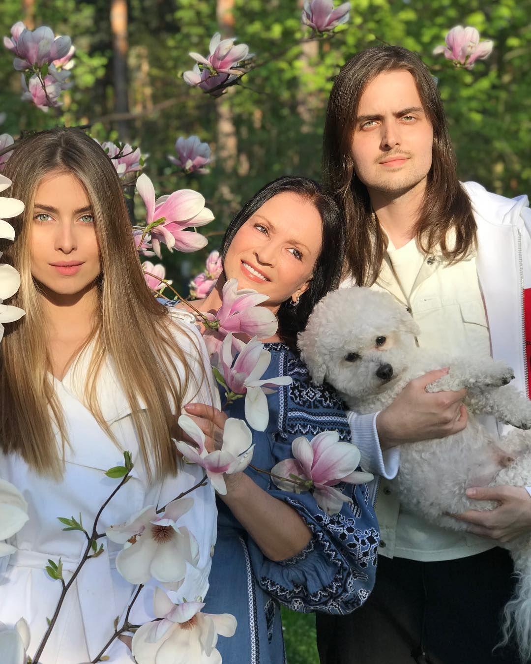 Софія Ротару з внуками_2