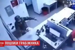 """""""Новая почта"""" назначила вознаграждение за помощь в поимке грабителя"""