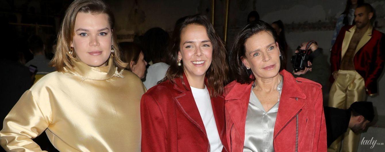 Принцеса Стефанія в пожмаканому комбінезоні, а її доньки в дивних вбраннях: монакські гості на модному показі в Парижі