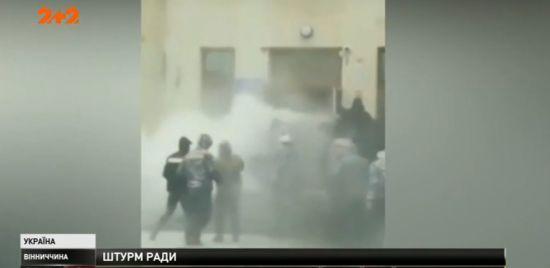 У Жмеринці вісім поліцейських постраждали під час штурму міськради
