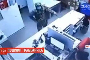 """""""Нова Пошта"""" пропонує винагороду за допомогу в затриманні чоловіка, який пограбував відділення"""