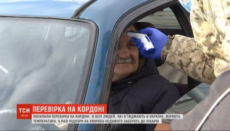 Контроль на границе: на въезде в Украину проверяют состояние людей, дежурит скорая помощь
