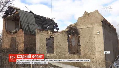На фронте погиб украинский военный, еще один - получил ранения