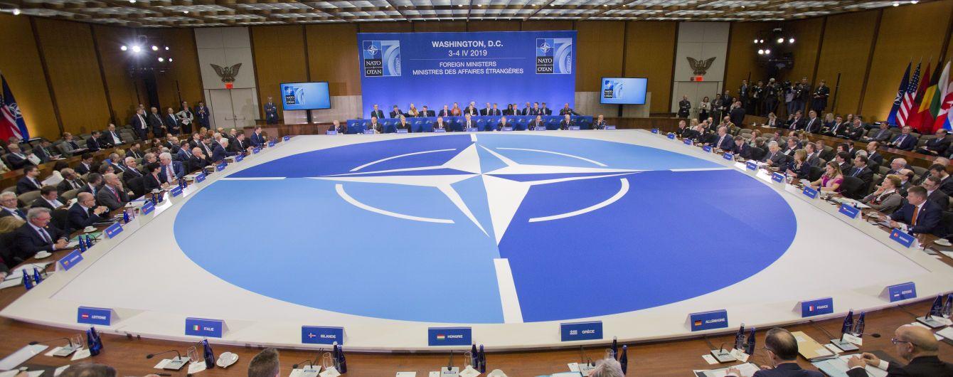"""НАТО требует от Кремля раскрыть подробности программы """"Новичок"""" и международного расследования"""