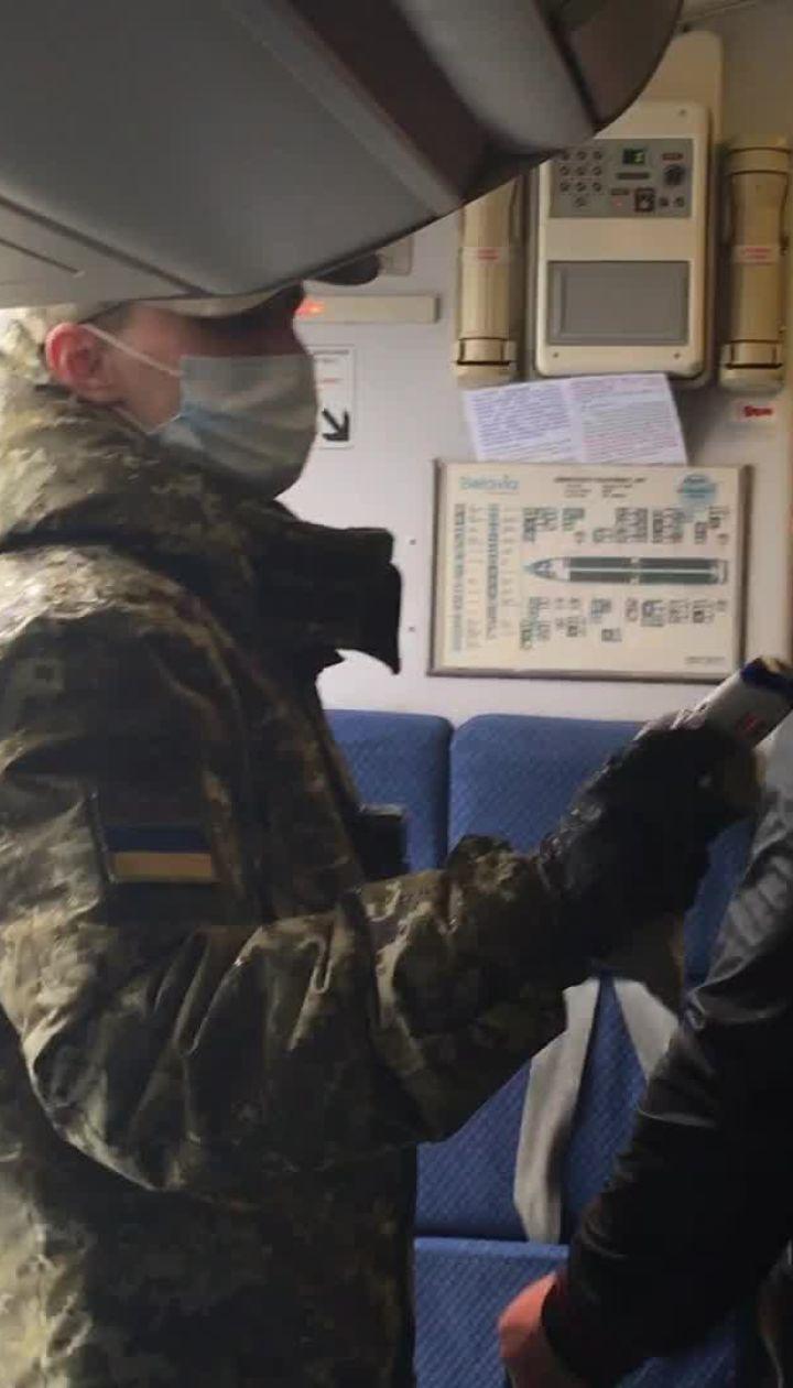 У Жулянах почали перевіряти температуру пасажирів, які прибули з Білорусі