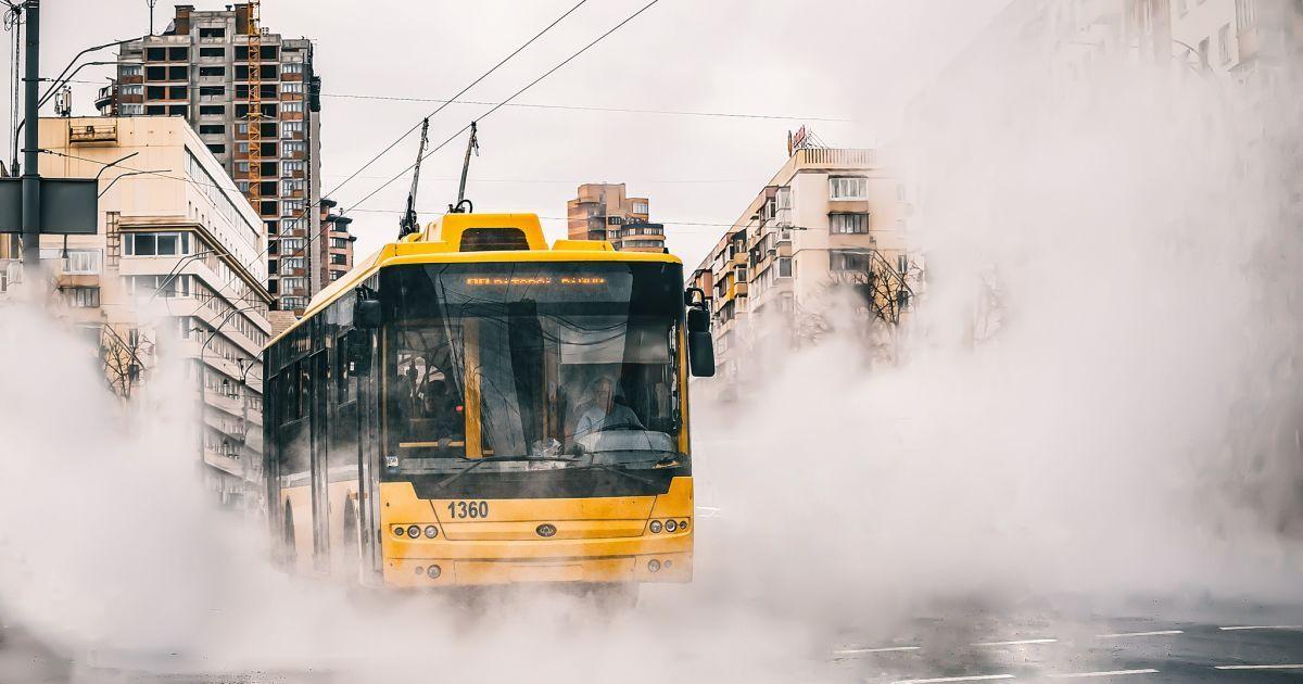 У Києві на Повітрофлотському проспекті обірвалися лінії тролейбуса: рух транспортуускладнено