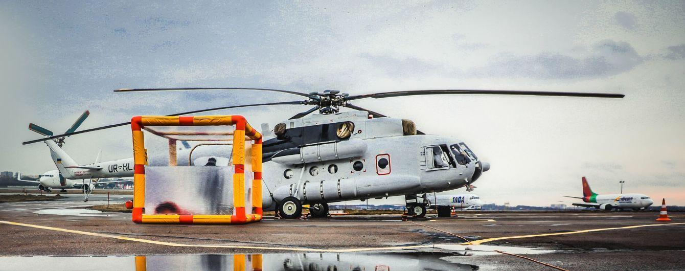 С изоляционной капсулой и обеззараживающим душем: ГСЧС показала вертолет для перевозки больных коронавирусом