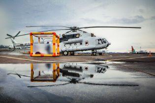 З ізоляційною капсулою та знезаражувальним душем: ДСНС показала вертоліт для перевезення хворих коронавірусом