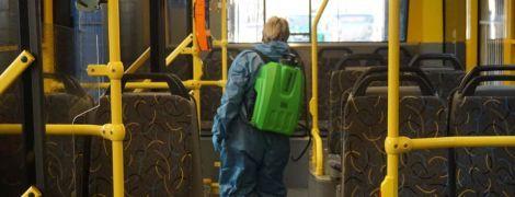 Киевские транспортники показали, как убирают троллейбусы, трамваи и автобусы