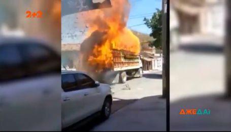 У Бразилії спалахнула вантажівка з сіном