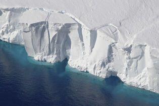 Учені знайшли під льодовиком в Антарктиді гігантський острів