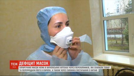 Від чого захищають хірургічні маски та чи варто їх скуповувати