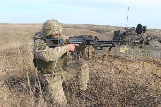 На Донбасі двоє українських бійців поранені через обстріли бойовиків – штаб ООС