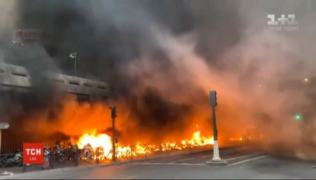 На одній з центральних станцій метро в Парижі сталася сильна пожежа