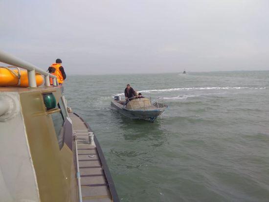 Рибалки, яких затримали окупанти в Азовському морі, повернулись до України