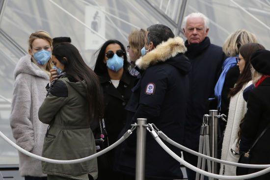 У Франції кількість хворих на коронавірус збільшилась до 130. Через інфекцію закрили Лувр