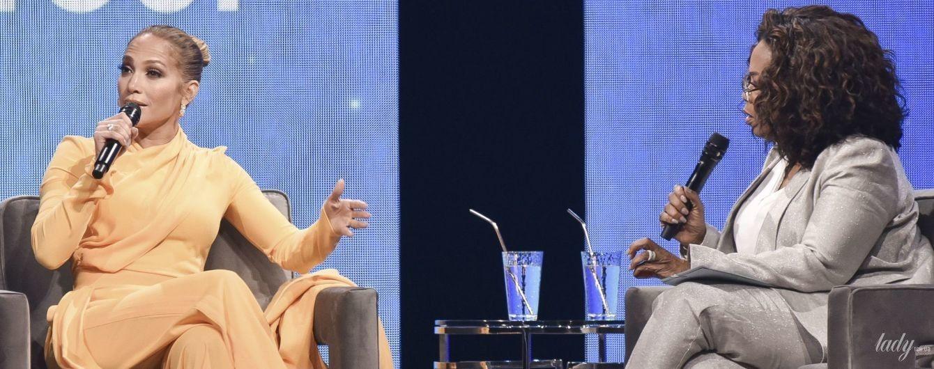 В стильному комбінезоні і золотих човниках: Джей Ло на шоу Опри Вінфрі