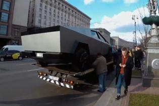 """""""Фейковый"""" пикап Tesla Cybertruck сняли на улицах Киева. Видео"""