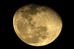 Китайский луноход проехал 400 метров по спутнику Земли и передал впечатляющие фотографии