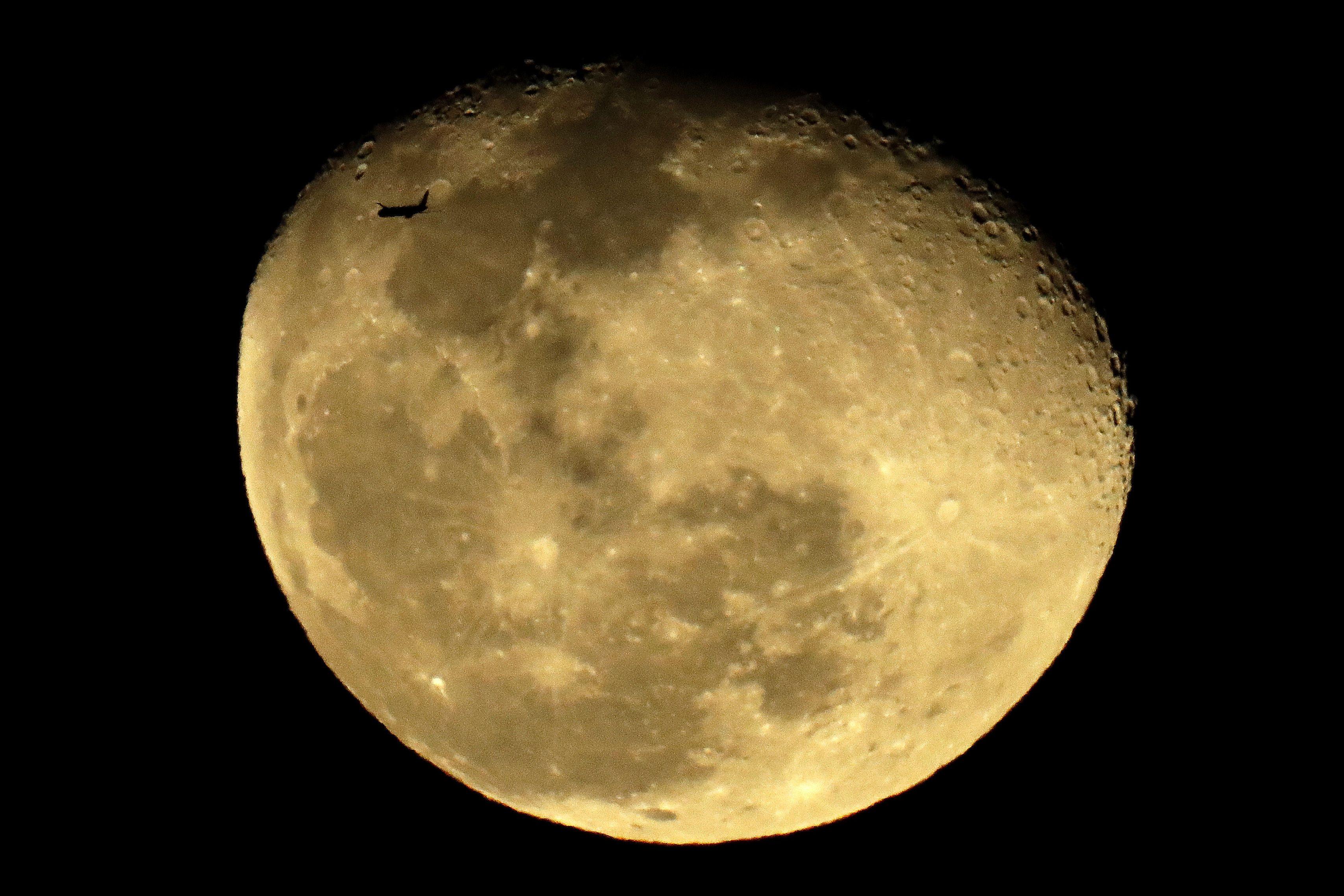 Місяць? планета