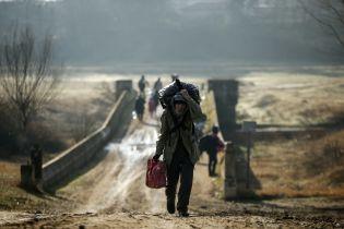 Слезоточивый газ, светошумовые гранаты и камни: как Греция останавливает беженцев из Сирии