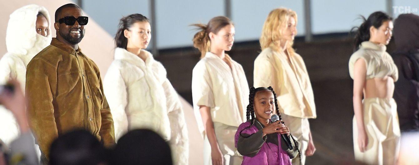 Шестилетняя дочь Ким Кардашян и Канье Уэста дебютировала на сцене