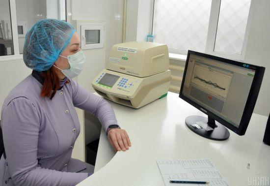 У Хмельницькій області двоє хворих на коронавірус перебувають у важкому стані