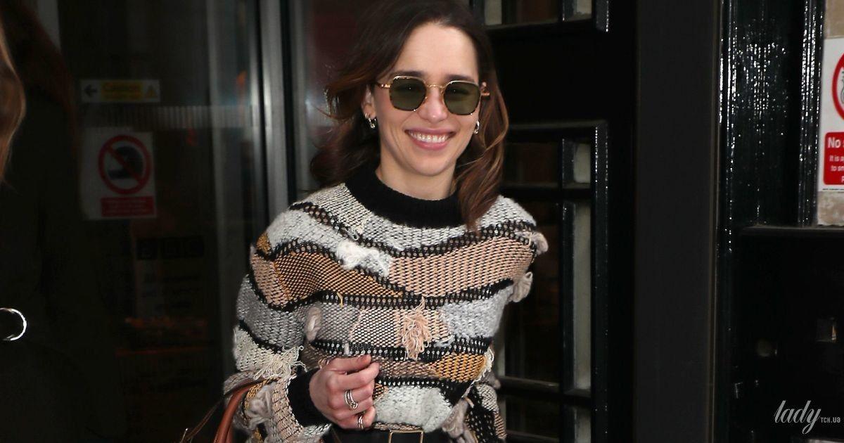 В сапогах, как у Виктории Бекхэм: стильная Эмилия Кларк на улицах Лондона