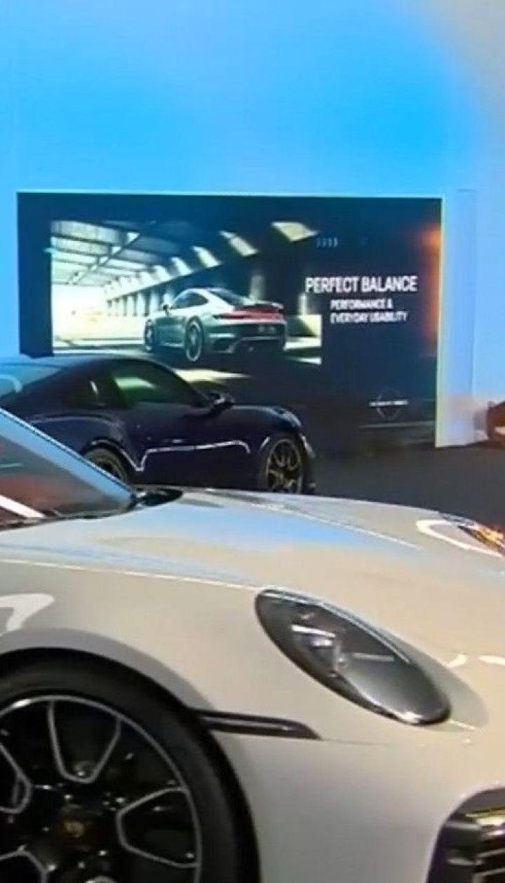 Коронавирус ударил по женевской автомобильной выставке, но она таки открылась в уникальном формате