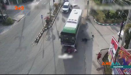 В Індонезії у автобуса відмовили гальма