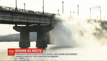 Коммунальная авария: прорыв теплотрассы на мосту Патона оставил без горячей воды сотни домов