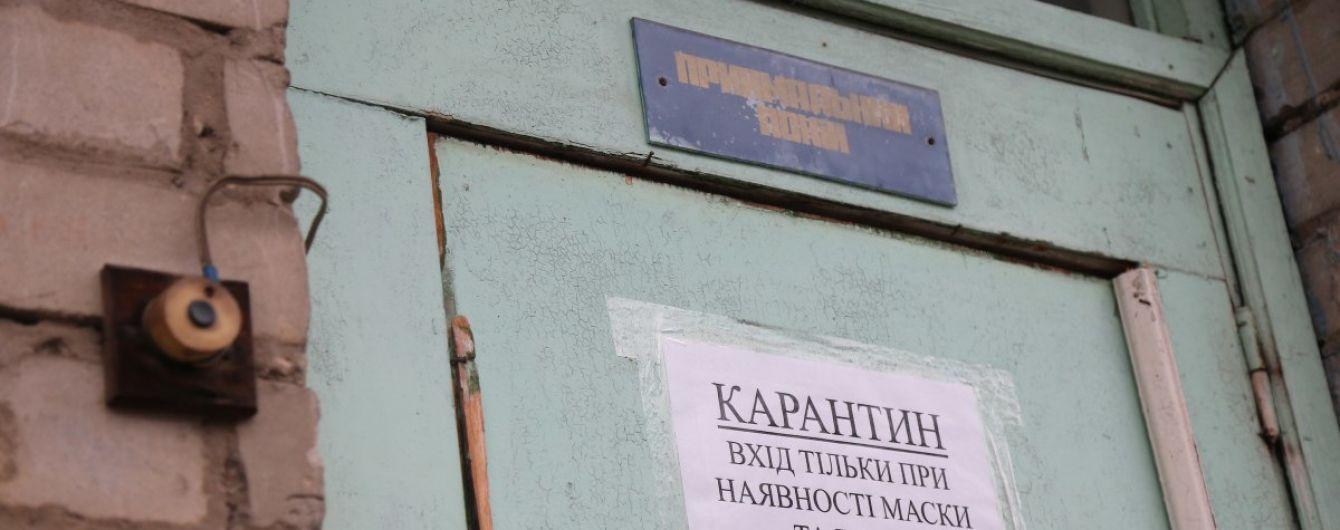 Коронавірус у Чернівцях: жителі будинку зібрались на мітинг під вікнами хворого з вимогами
